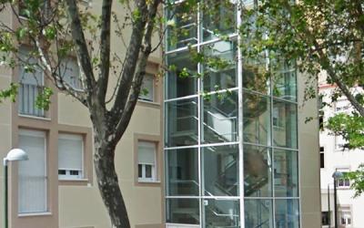 Ascensores exteriores en edificios construidos.