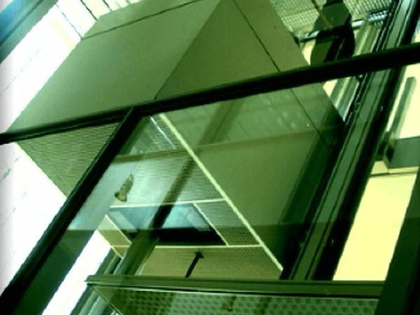 Instalación de un ascensor en una comunidad.