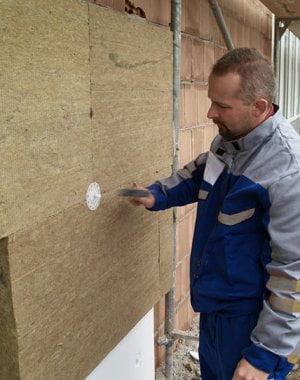 ¿Cuando es obligatorio aislar una fachada en una rehabilitación?