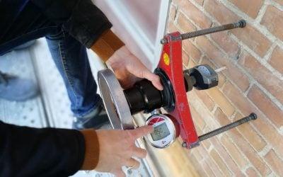 Prueba de tracción de tacos en aislamientos de fachadas sate